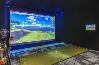 Metro swing track sport simulator