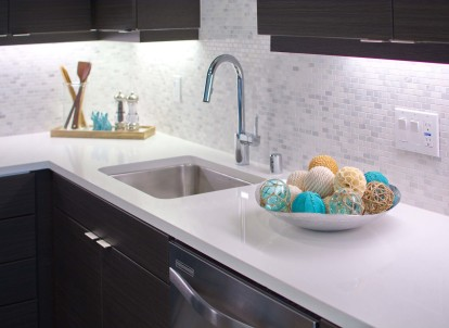 Gooseneck pull down faucet with single handle and large basin sink