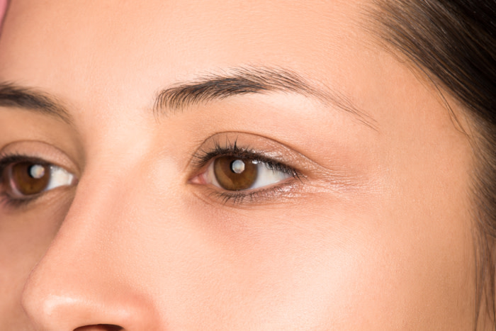 What's the Best Makeup for Dry Eyelids?