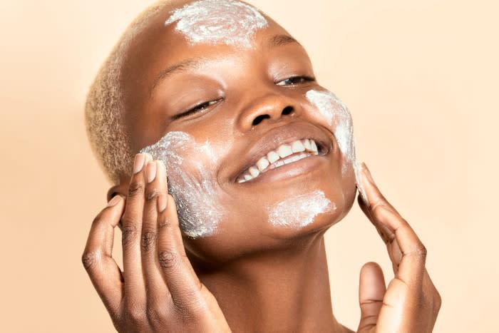 Dermalogica-Skin-Prep-Scrub-model-exfoliating-face-700x467