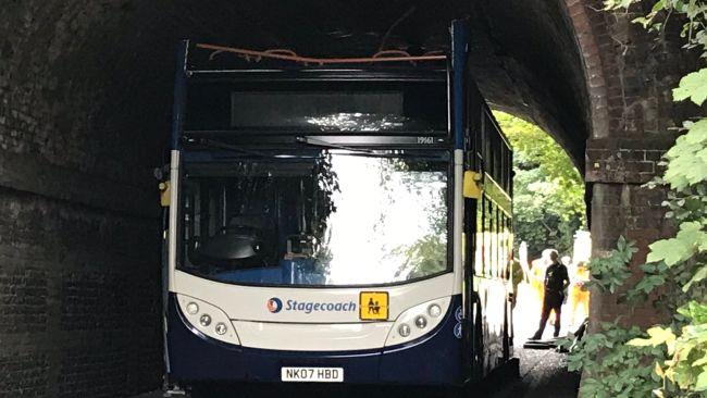 100920 dan rivers bus top