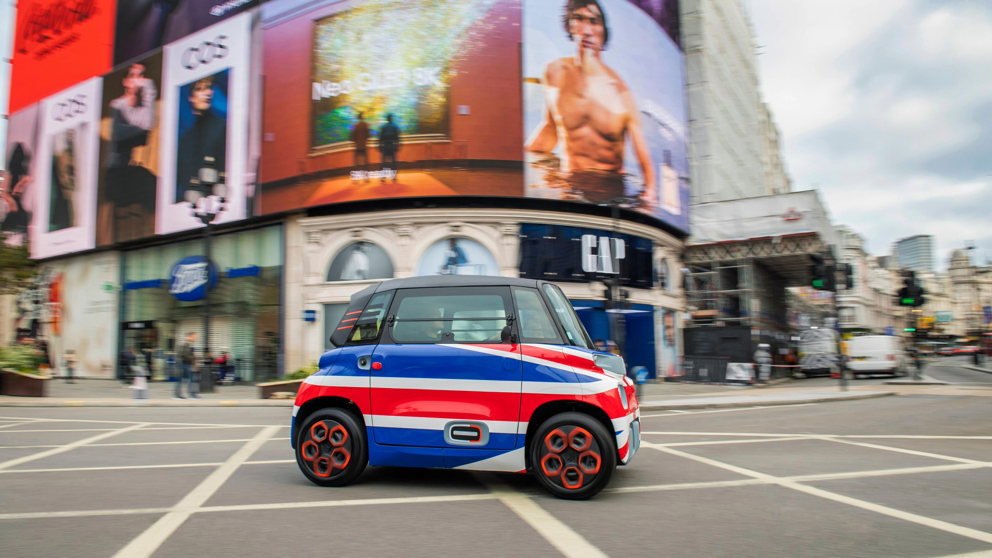 Citroen to sell tiny, 28mph electric car in UK for around £5,000   ITV News