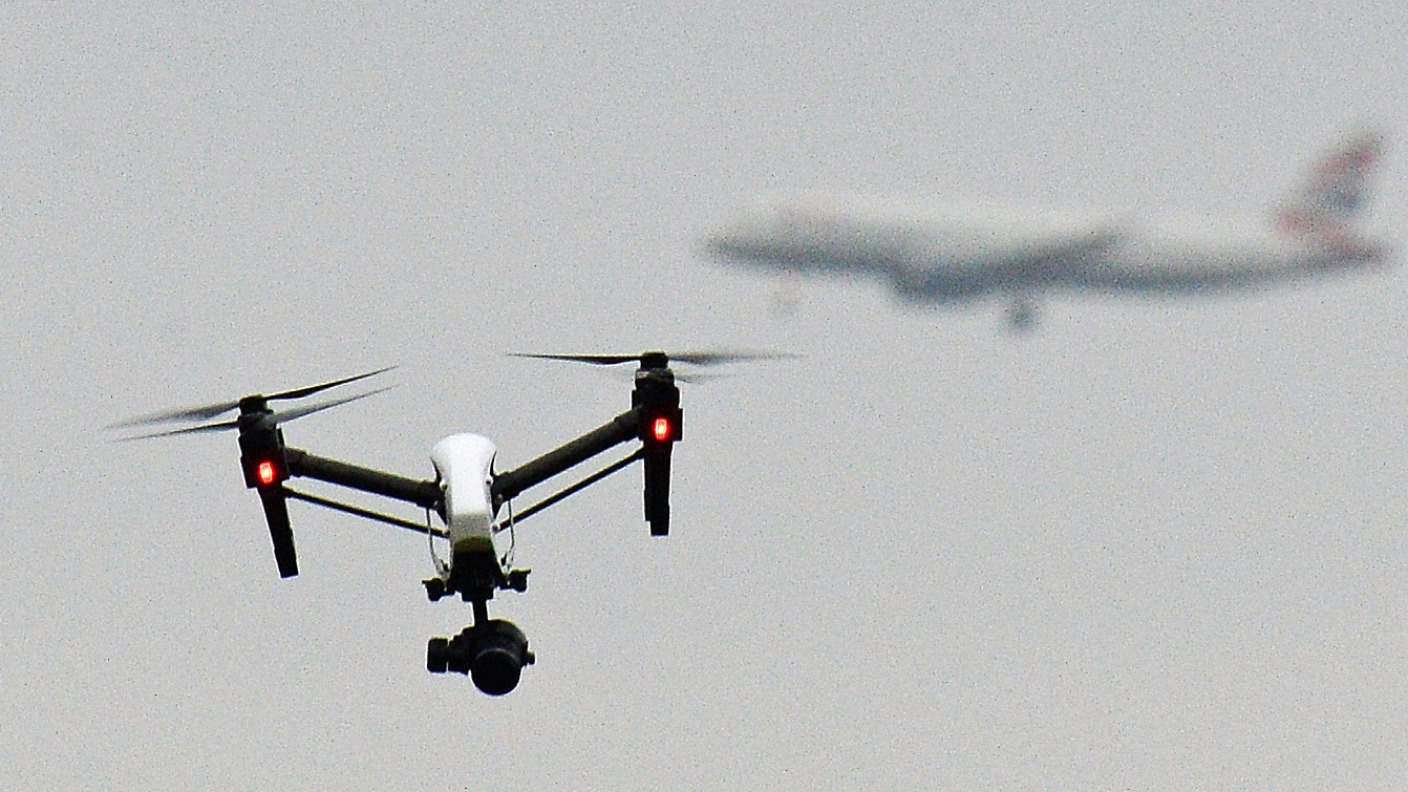 Drone users to face safety test in new registration plan | ITV News