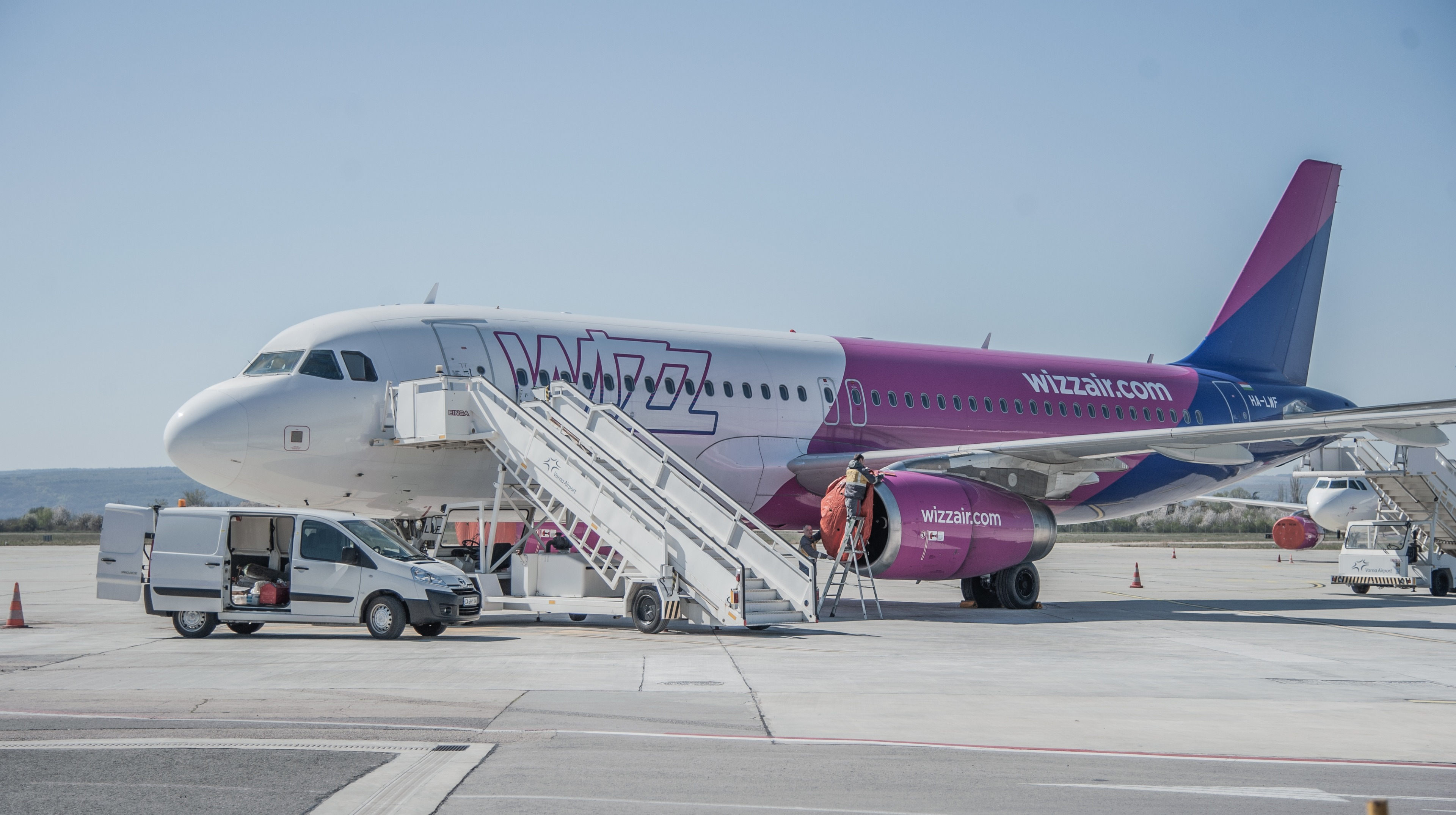 Wizz Air Resumes Flights From Luton Airport With Enhanced Health And Safety Measures Anglia Itv News