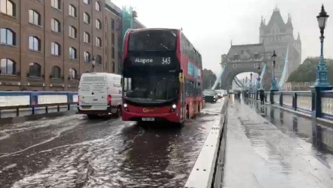 140921 TOWER BRIDGE FLOOD (c) ITV News