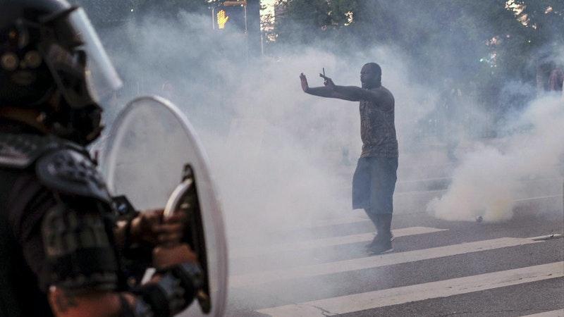 ¿Qué explica la violencia racista extrema de los policías en Estados Unidos?