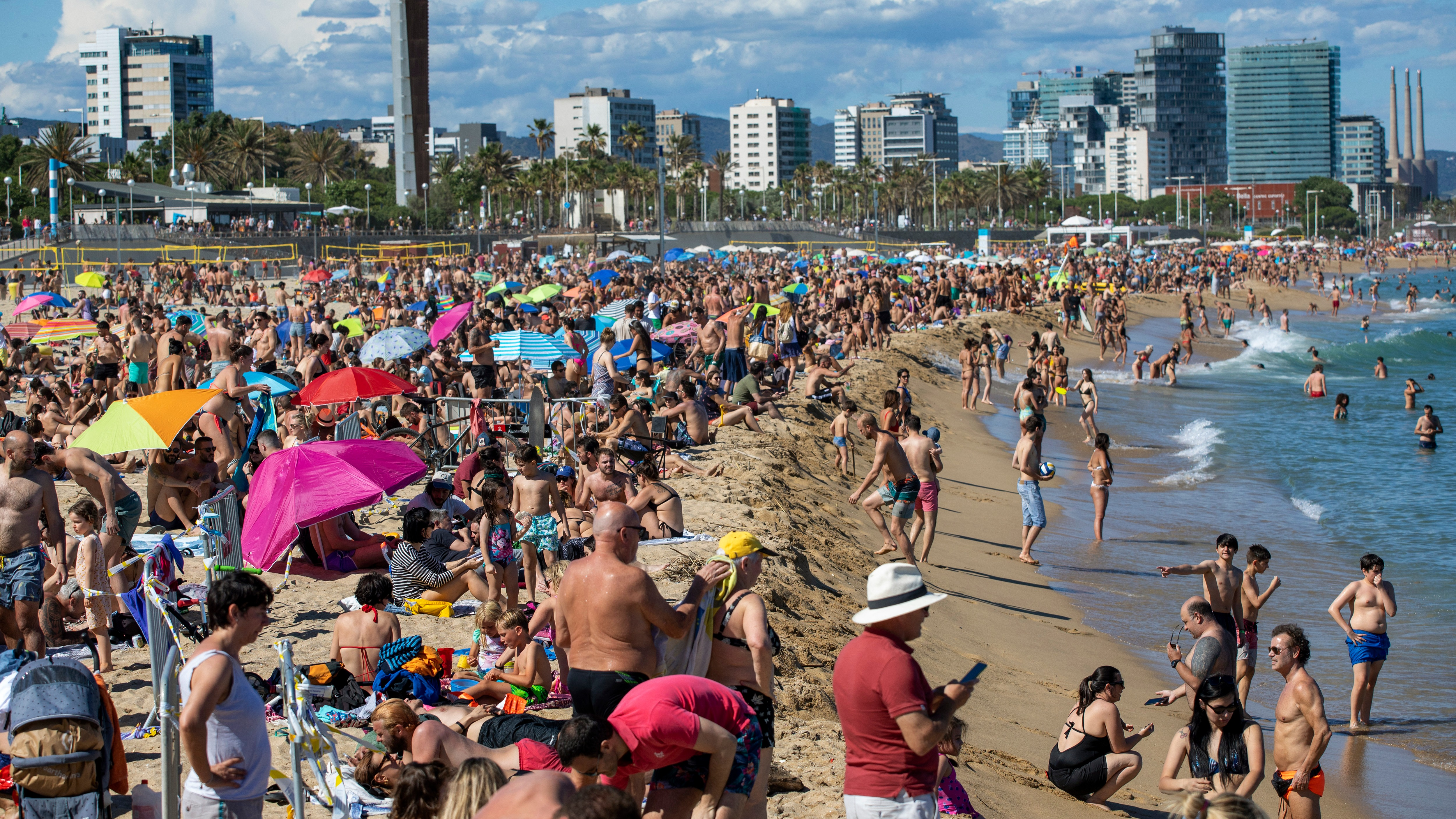 Fines Of Up To 13 500 For Drinking Alcohol Outside In Barcelona Amid Spike In Spain Coronavirus Cases Itv News
