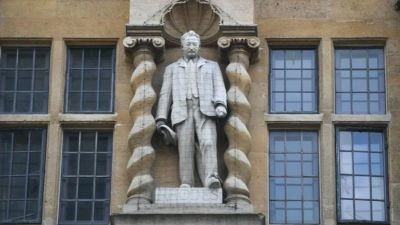 More than 100 lecturers from Oxford University say they will no longer teach unless the the controversial statue of Cecil Rhodes is removed.
