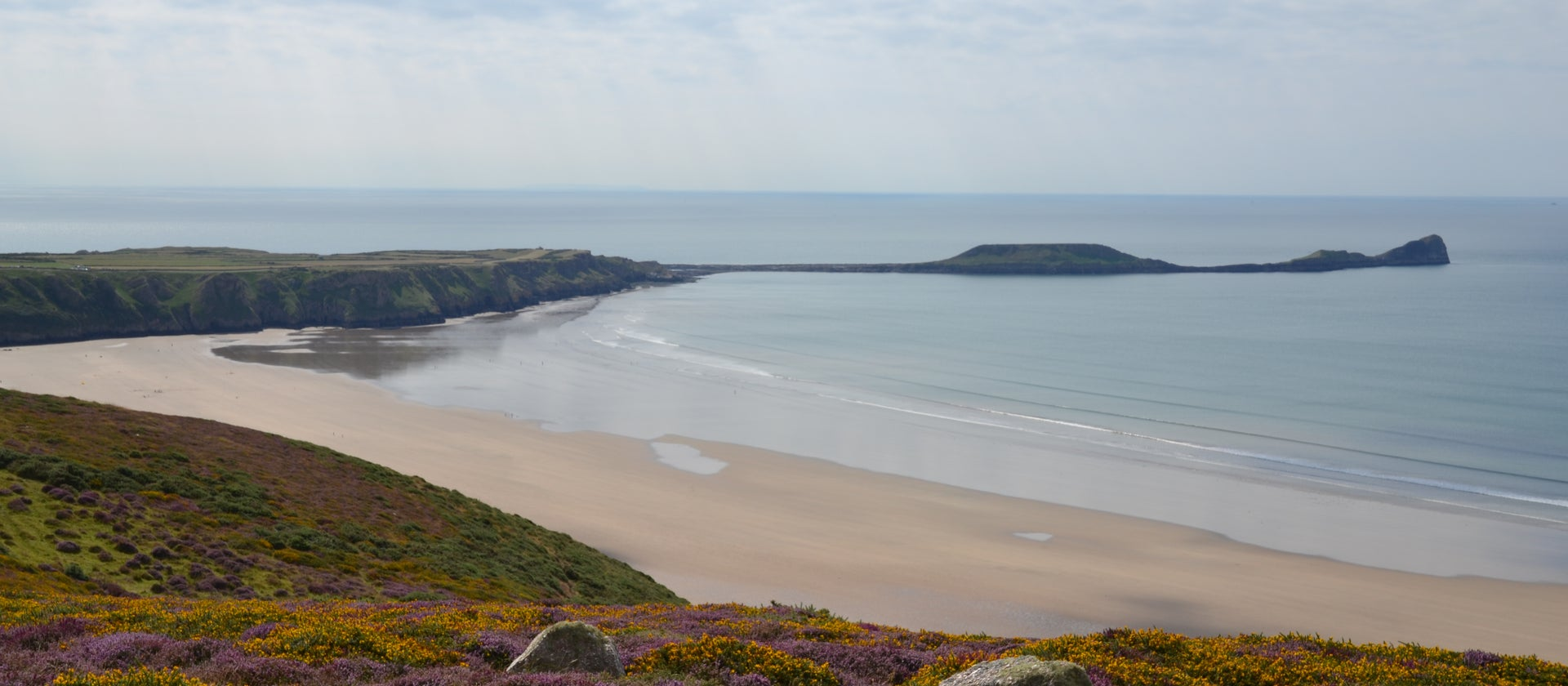 Paraglider airlifted to hospital after crashing in Rhossili | ITV News