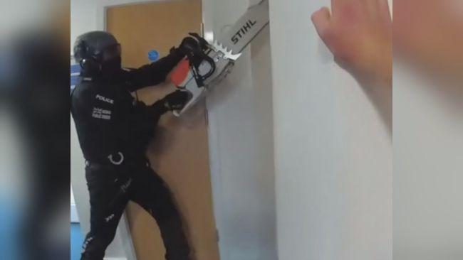 230821-thames valley police drug raid