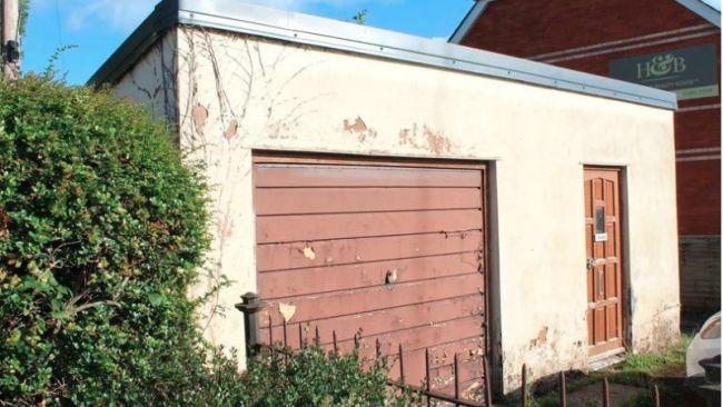 06-10-21 Run down garage on sale in Cullompton - Seddons