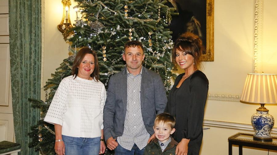 10 Downing Street Decorated With Gower Grown Christmas Tree Wales Itv News