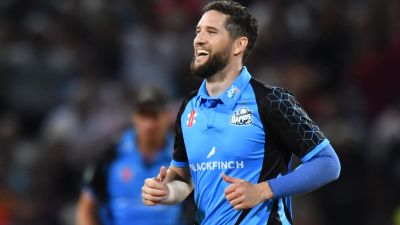 Wayne Parnell in action for Worcestershire.