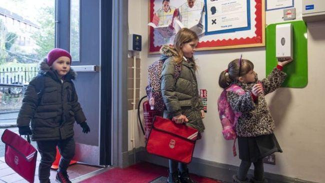 School pupils returning to school