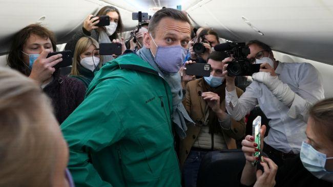 Kremlin critic Alexei Navalny departs Berlin on Moscow-bound flight