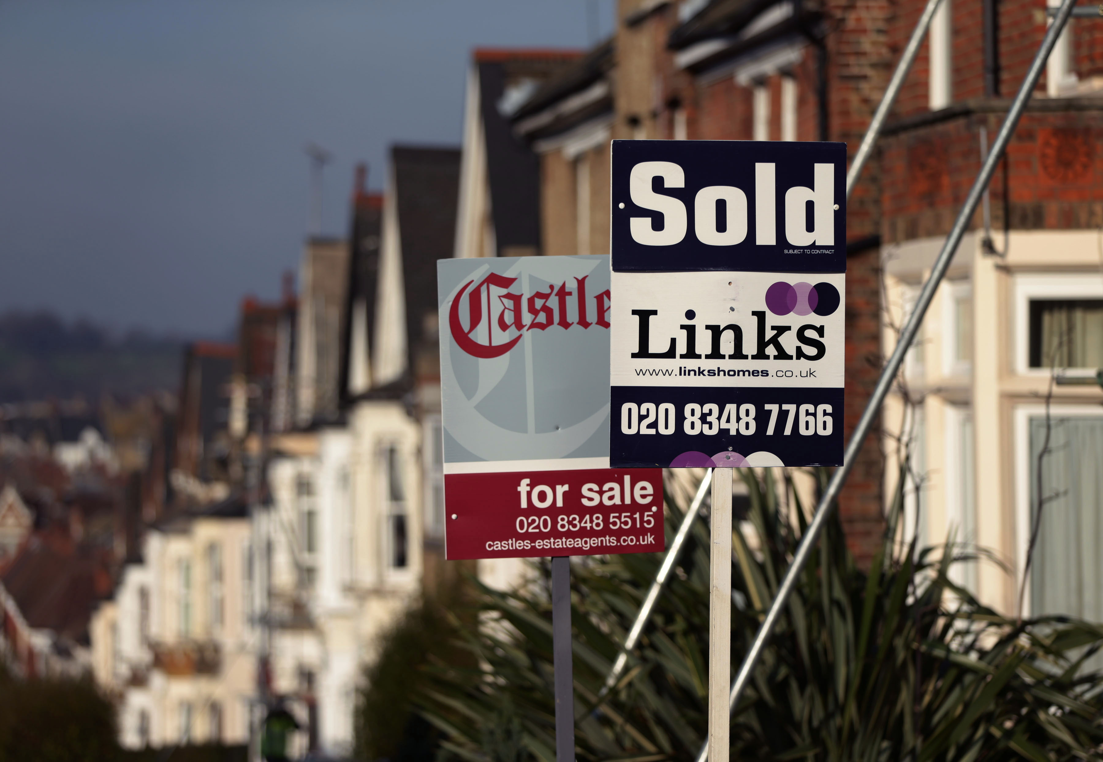 Calls for stamp duty relief in Wales following Chancellor's announcement | ITV News