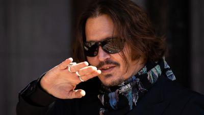 Johnny Depp outside court