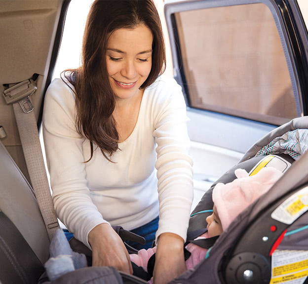 Mom-buckles-baby-into-carseat