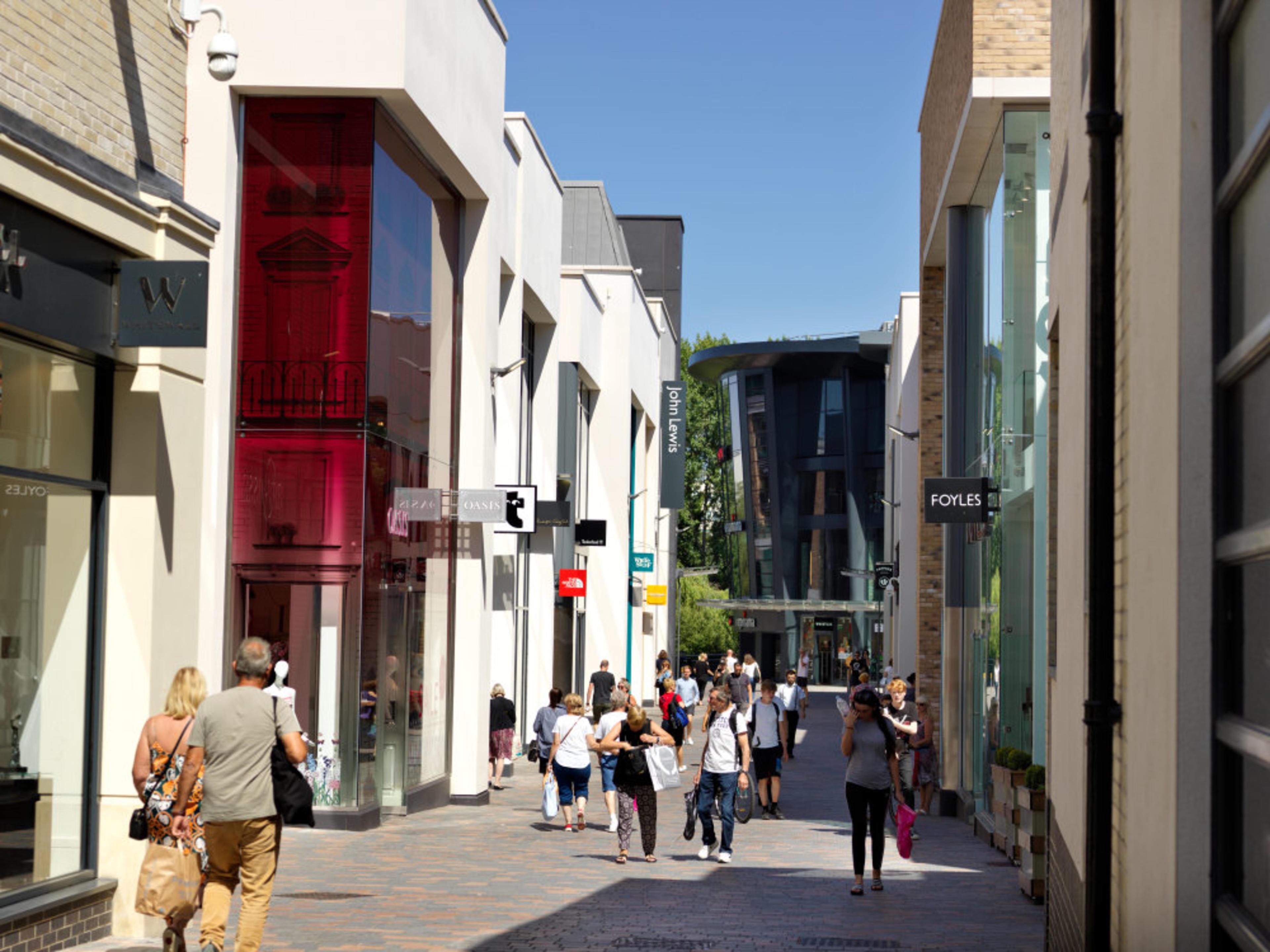 Pompadour - Chelmsford Shopping Centre