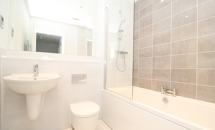 Winchester-village-stopher-walk-shared-ownership-bathroom
