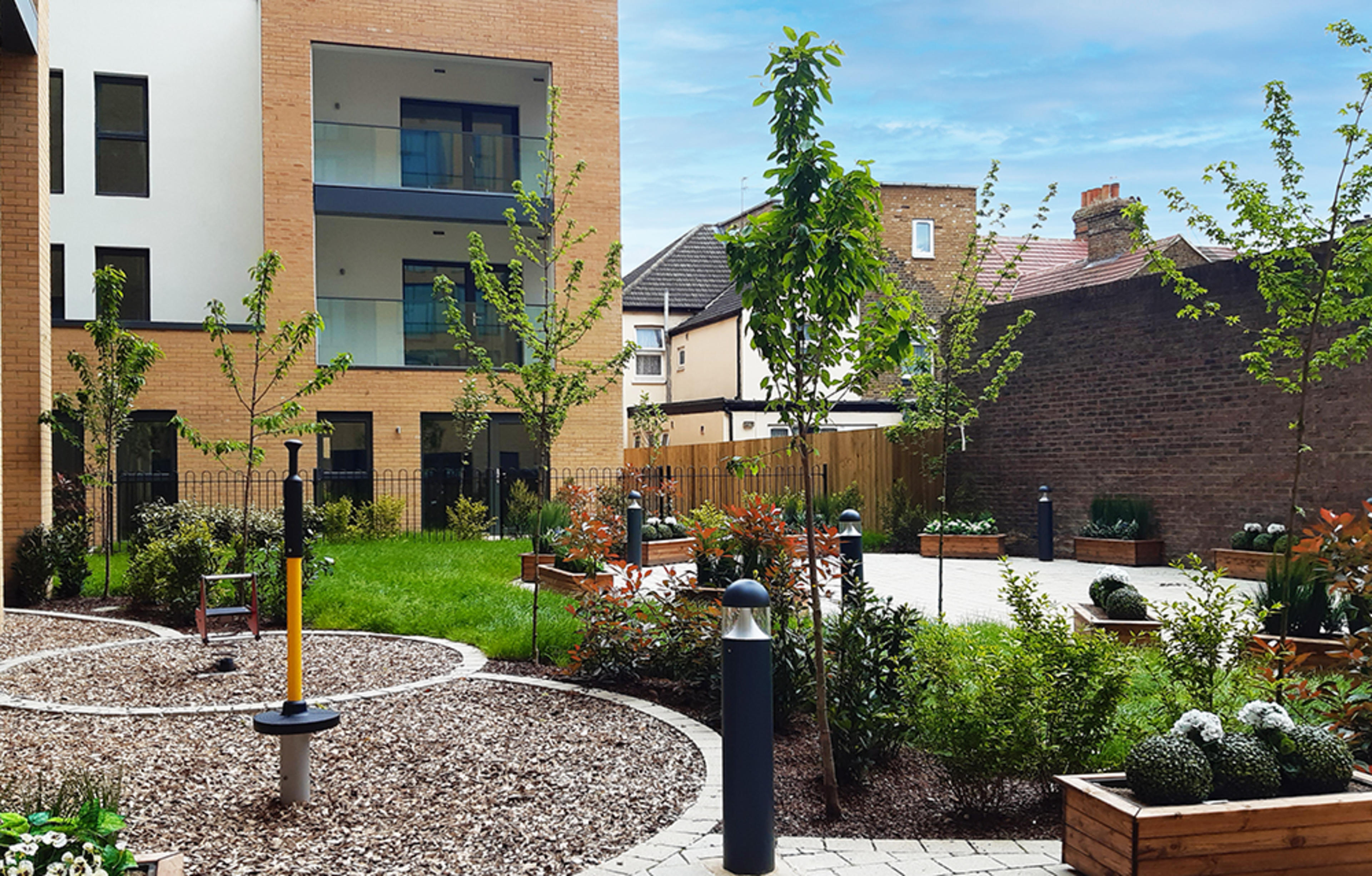 rub1x-development-southall-external-communal-garden-2