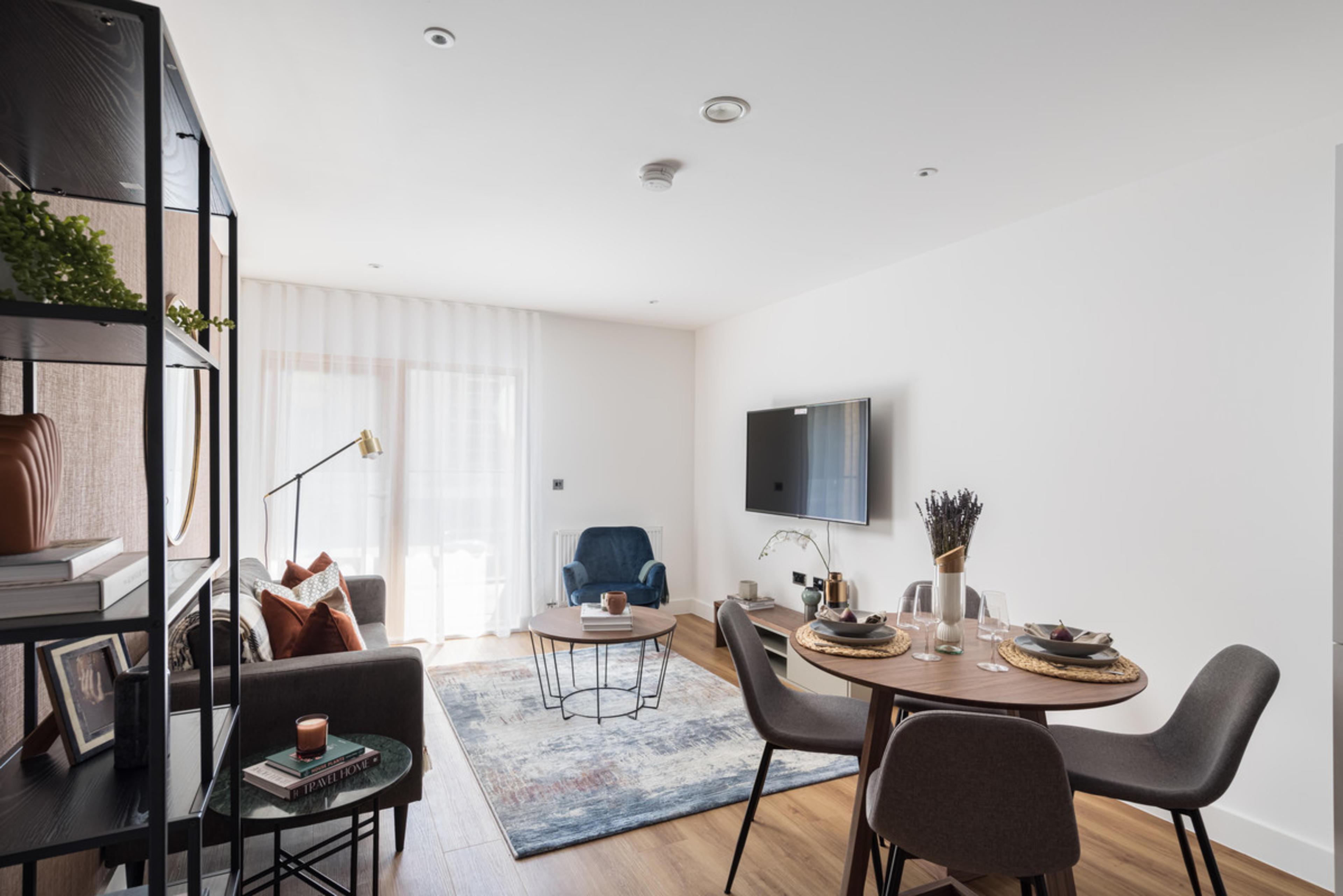 RUB1X - dining/living room