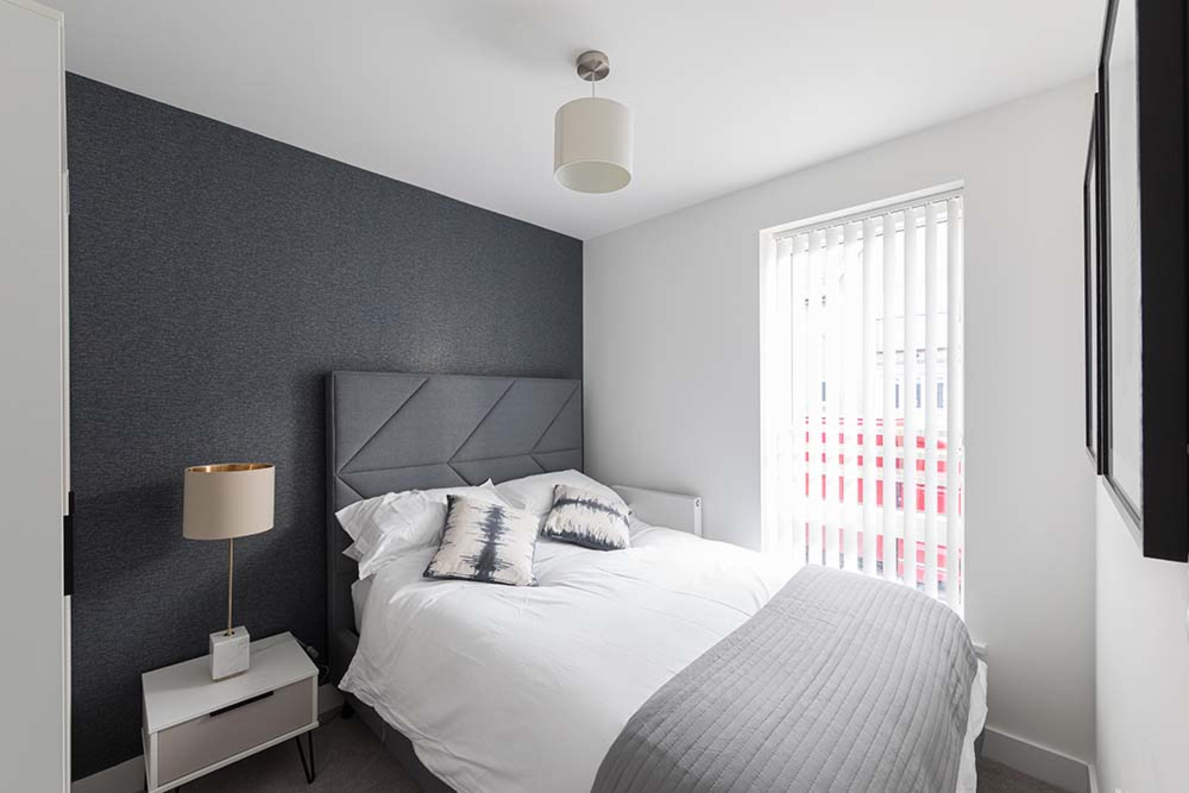 Pompadour - Onyx - Bedroom 2