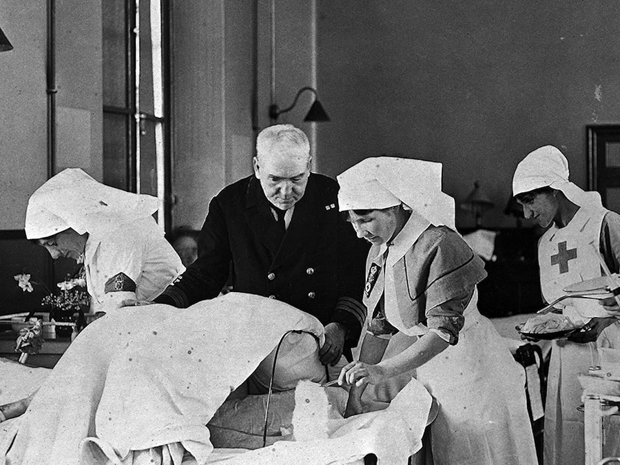 Nurses treating injured soldiers during World War I