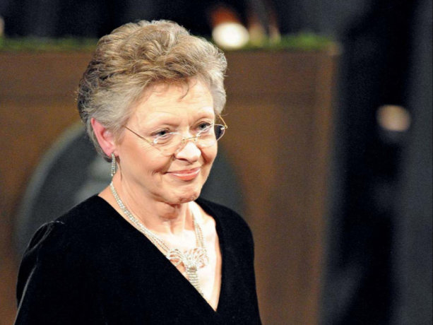 French virologist Francoise Barre-Sinoussi receiving the 2008 Nobel Prize for Physiology or Medicine. She shared the award with French research scientist Luc Montagnier and German virologist Harald zur Hausen.