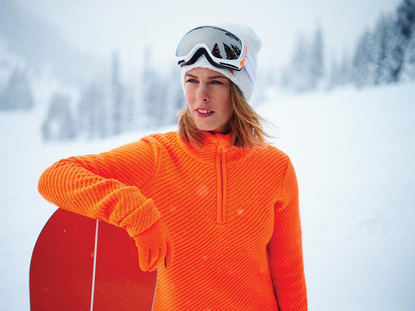 Torah Bright snowboarding