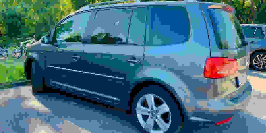 VW Touran Gebrauchtwagen online kaufen Slider 1