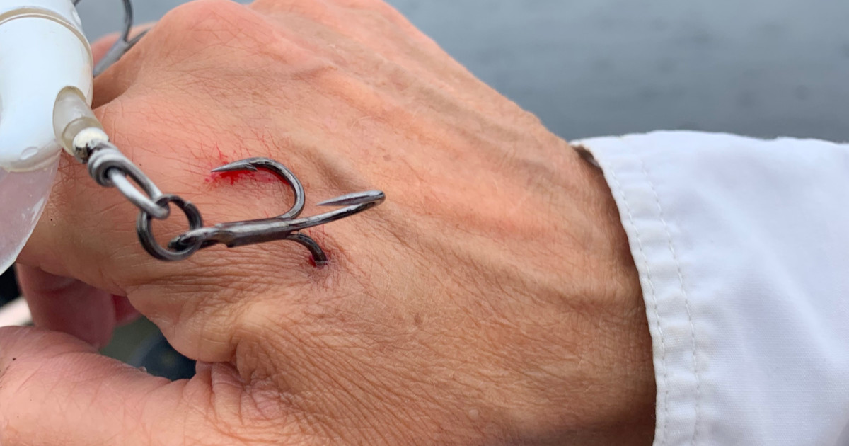 To put fishing a line a hook on how Simple Ways