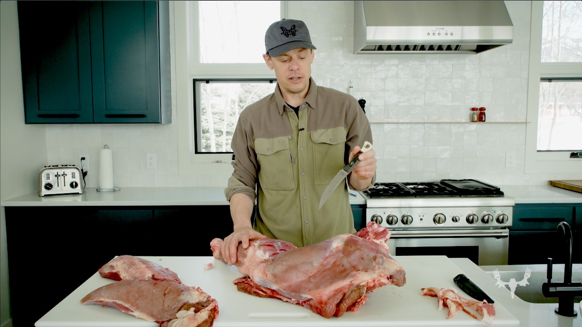 Video: A Butchering Knife Actually Designed for Hunters