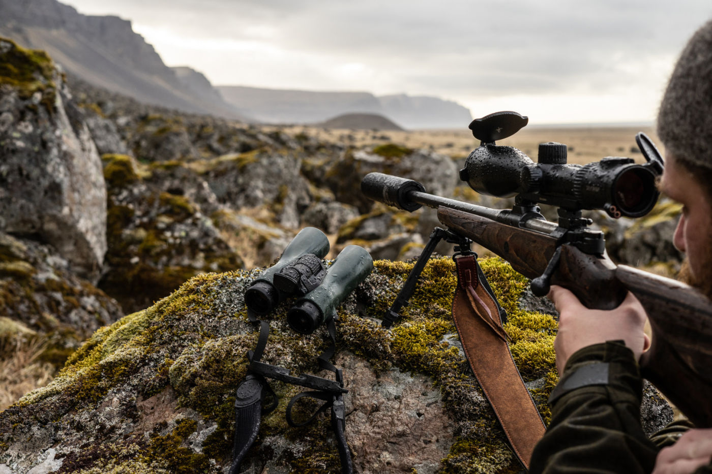 One with nature: the Iceland Hunters stalking with the NL Pure - SWAROVSKI OPTIK NL Pure Gunnar X5i Hunting in Iceland