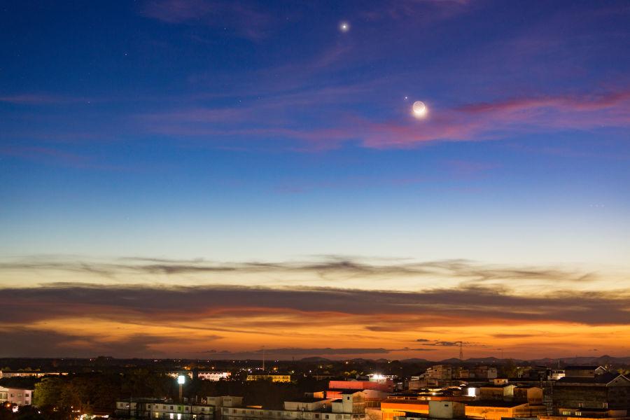 Stars Sky Landscape Saturn Jupiter City GettyImages-1190638948