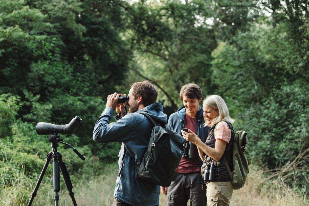 Guide with two birders using dG, Leander Kiehl