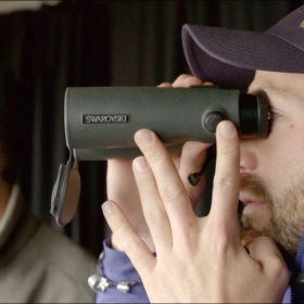#gobirdingvlog Episode 2: Leander Khil meets the wildlife illustrator Szabolcs Kókay - SWAROVSKI OPTIK EL binoculars
