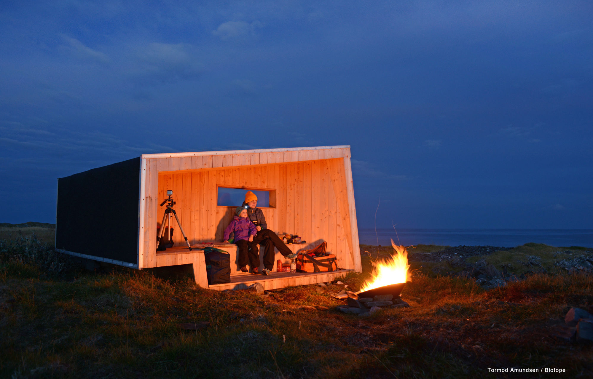 Hide and see Steilnes bird hide by night & fireplace