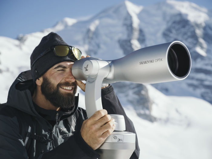 ST Vista spotting scope at Diavolezza in Switzerland, man looking through the spotting scope, ID 1279193