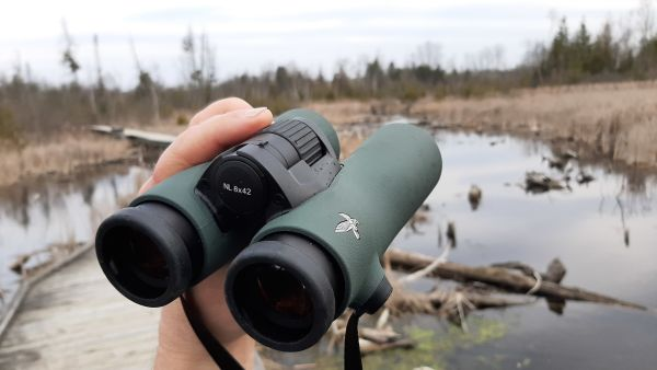 NL Pure James Lees showing binoculars ergonomic shape