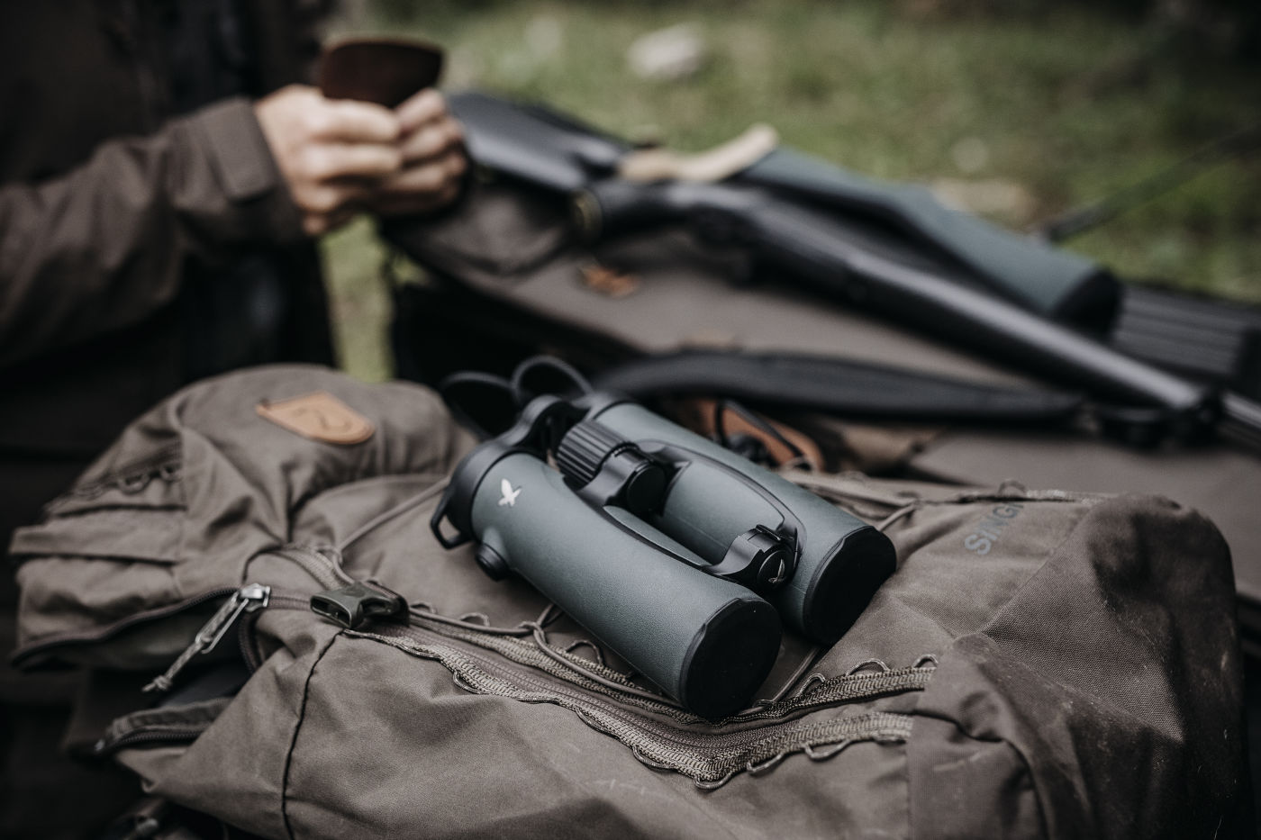 Leading a life as close to nature as possible – hunter and chef Markus Sämmer,  Excellent equipment for responsible hunting SWAROVSKI OPTIK EL 10x42 and Z8i 2.3-18 x 56,  (c)www.studio-steve.de