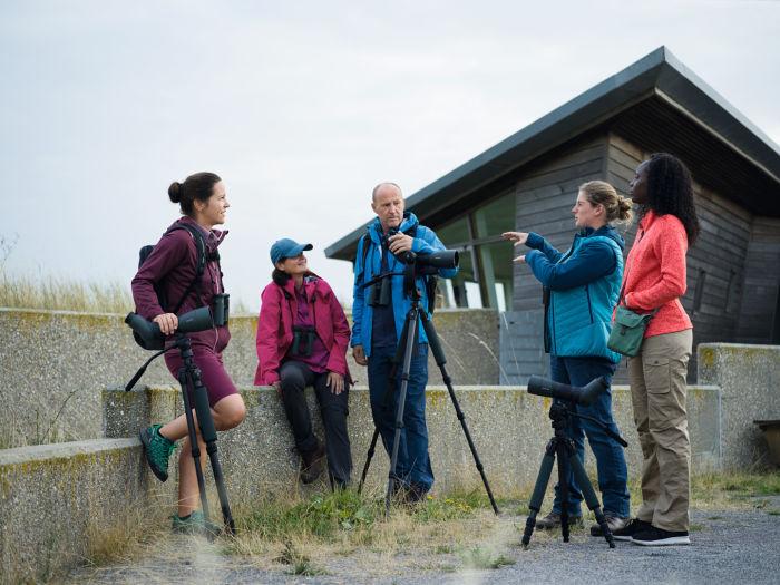 Birders at the lake with different SWAROVSKI OPTIK spotting scopes