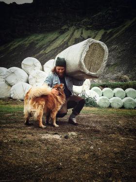 Iceland Hunters Gunnar with dog