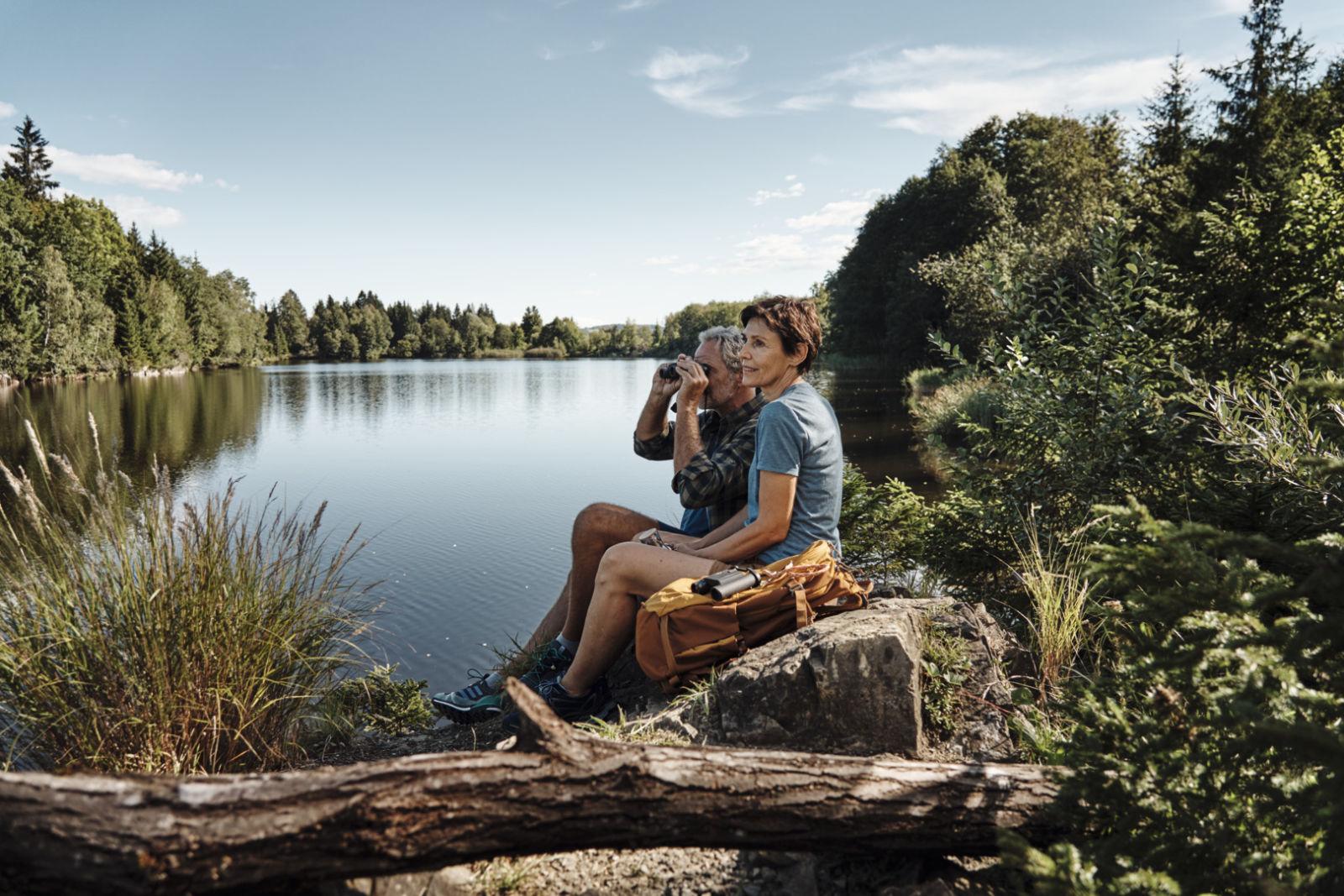 CL Pocket Couple at lake ID 1530938