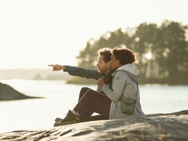 CL Companion 2017 Couple at the lake ID 1040404