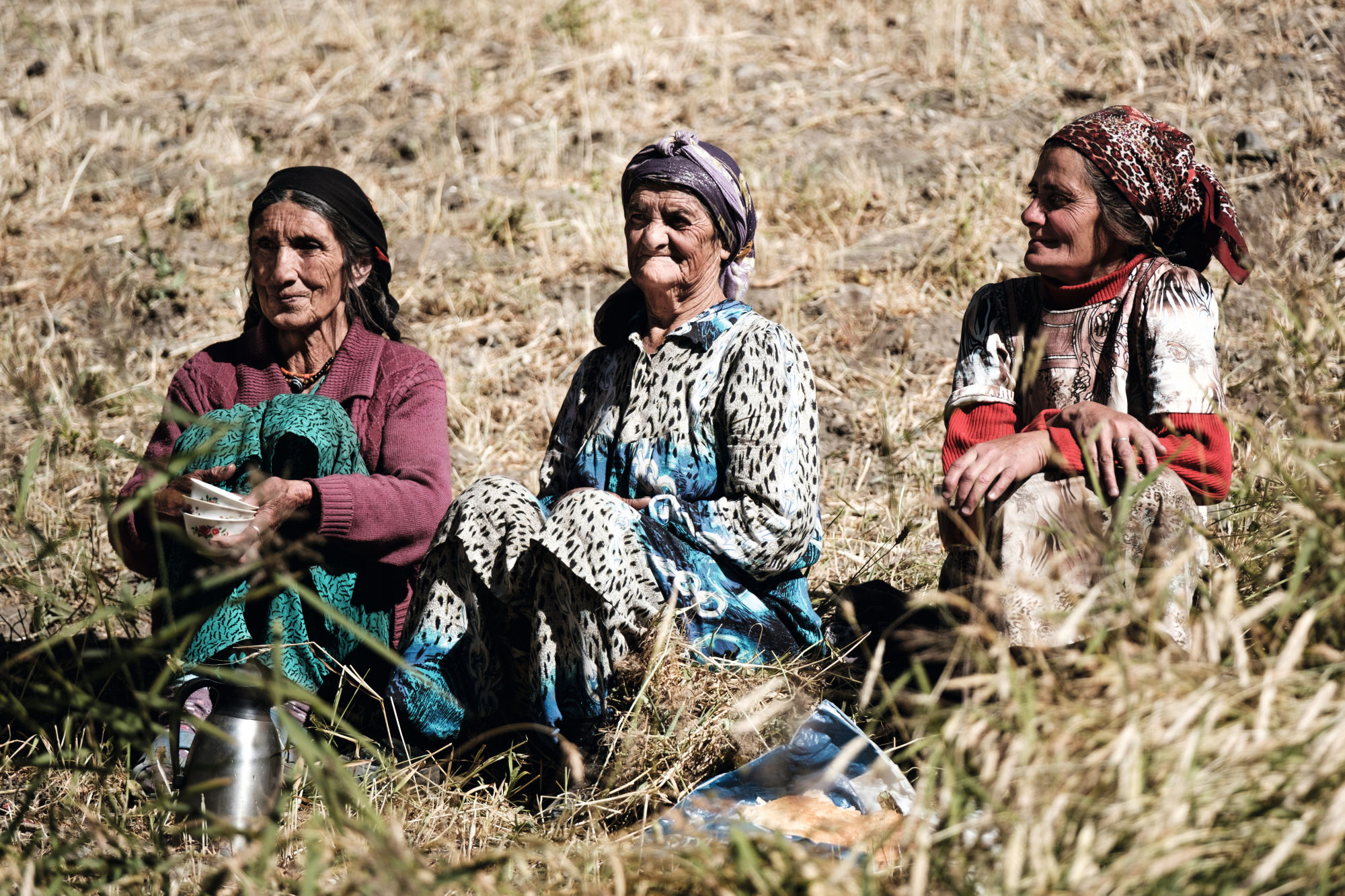 Swarovski Optik New perspectives – Tajikistan tree women sitting nature conservation