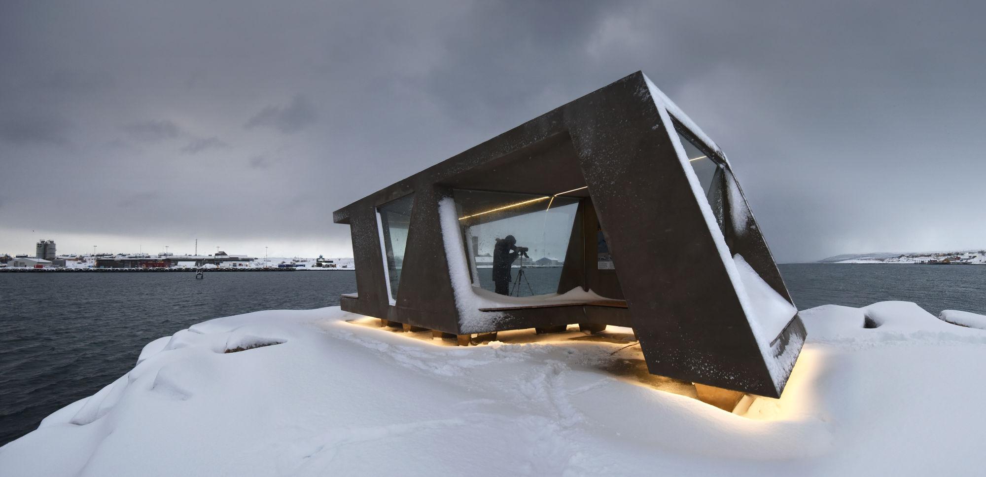 Swarovski Optik Telescope nature Vadsø breakwater bird hide molo wind shelter