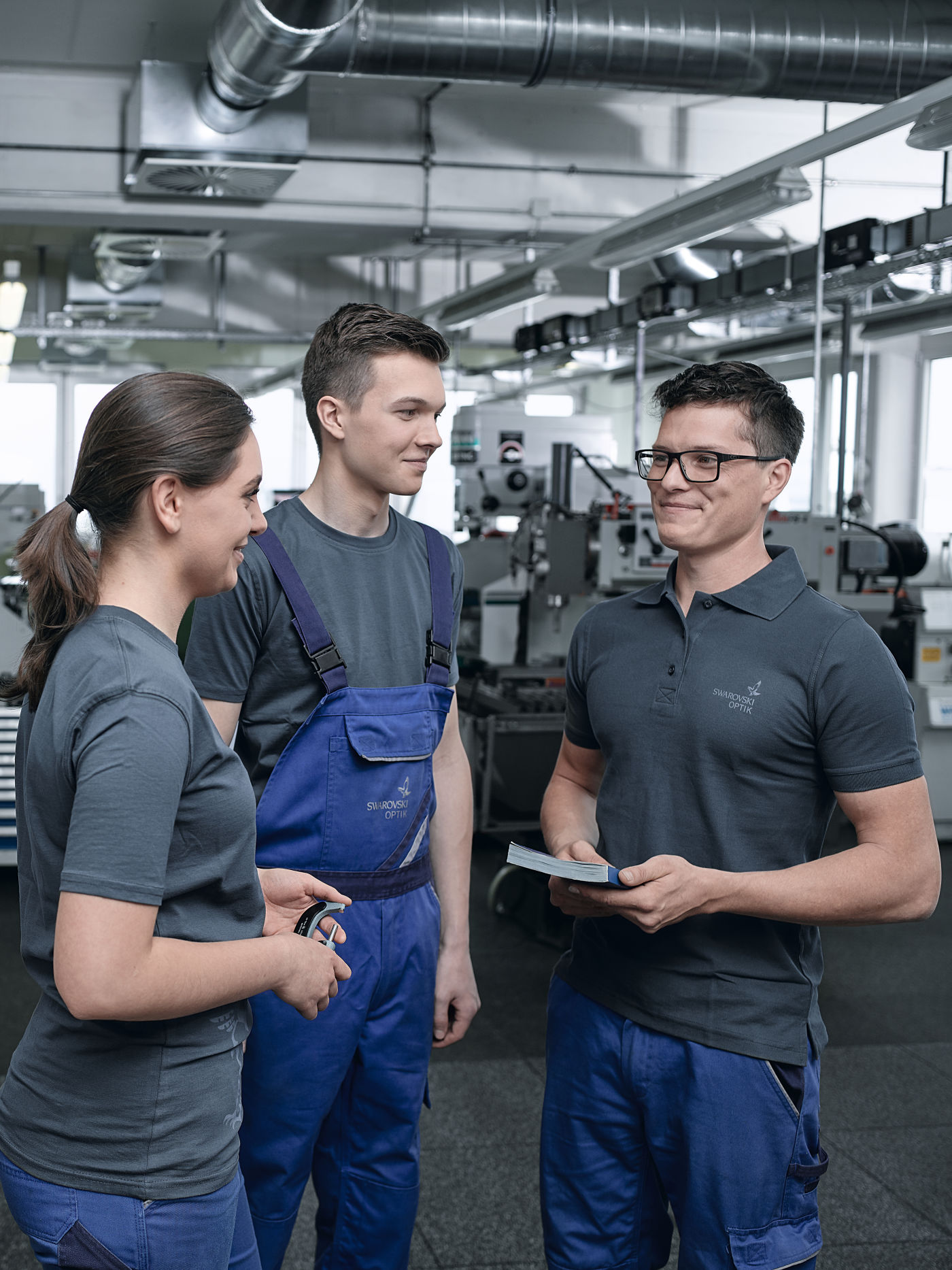 SWAROVSKI OPTIK has been training apprentices in our own training workshops in Absam, Tyrol since the company was founded in 1949 in the fields of cutting technology, precision optics and, starting in 2019, automation and process control technology.
