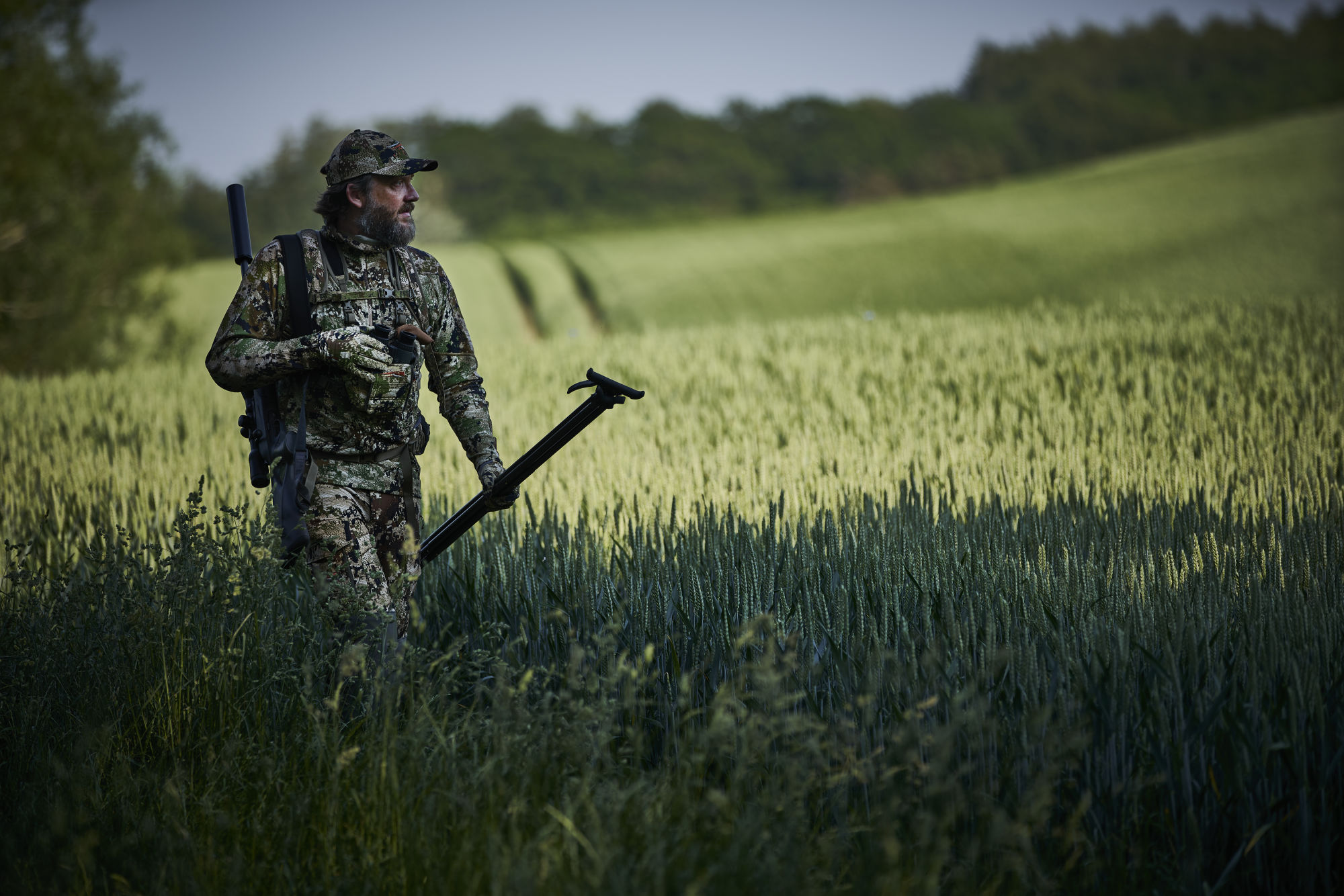 Nikolaj Juel rocks cooking, music, and hunting - Nikolaj Juel out hunting in the fields with the SWAROVSKI OPTIK Z8i