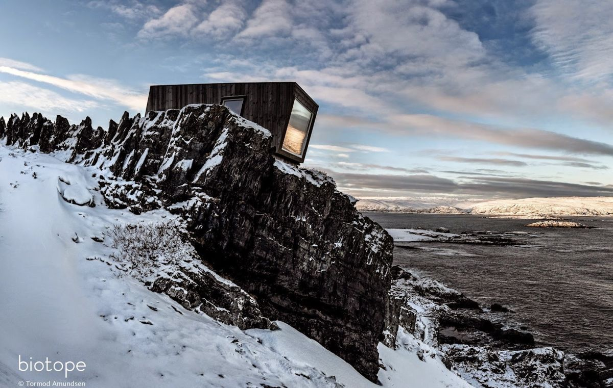 Hide and See Kongsfjord bird hide wind shelter - sign Tormod Amundsen